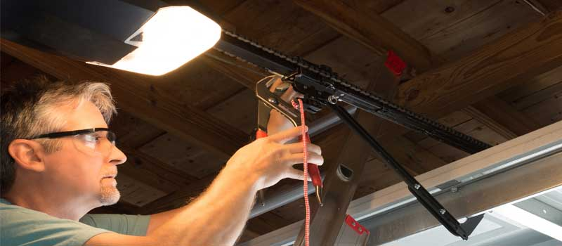 Garage Door Repair in Barrie, Ontario