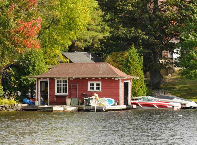 When to Do a Boathouse Door Repair or Replacement